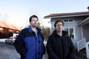 """GLÄDJANDE BESKED. Peter och Christina Rokkas hus ligger bara 60 meter från den plats där 3G Infrastructure Services vill placera en 3G-mast. Nu har länsrätten upphävt bygglovet, i nuläget blir det ingen mast där. """"Vi har haft väldiga diskussioner om den bland grannar, ingen har velat haft den"""", säger Peter Rokka. Bilden är tagen vid ett annat tillfälle."""