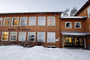 Eleverna på Kastalskolan måste ställa om till en friluftsdag i närområdet istället för att åka till fjällen.