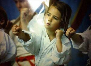 Rebecca Drage sju år, kanske var det här som drömmarna om att proffsfightas började?