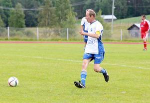 Christer Olsson, till vardags lagledare i IFK Östersund, axlade ansvaret som lagkapten i segrande Klövsjö. Olsson som är nästan dubbelt så gammal som några av spelarna visade stor auktoritet och spelskicklighet.