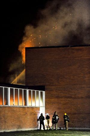 Vivallaskolans idrottshall brann den 31 oktober förra året.