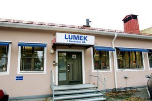 Snart 50 år. Lumek i Sandviken bildades 1954. Sedan 16 år tillbaka ägs legoföretaget vid Högbovägen av Gunnar Vesterlund med familj.