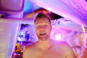 Kokpunktens verksamhetschef Johan Björkman försvarar fotouppmaningen, bara den sker på rätt sätt och man inte fotograferar gäster som inte vet om det.