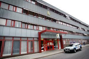 Om polishuset i Gävle bygger anhållningsceller betyder det att arresten i polishuset kan ha öppet alladagar i veckan.
