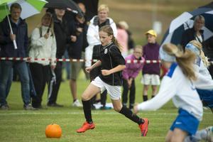Njurunda IK fick en tuff inledningsmatch och förlorade med 6–1 mot IFK Timrå. Men Clara Hägglund visade i alla fall framfötterna.