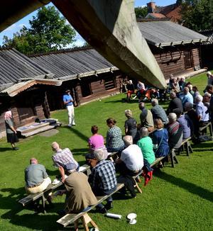 Det var närmare 60 personer som deltog exkursionen som bland annat gjorde ett nedslag i Zorns Gammelgård.