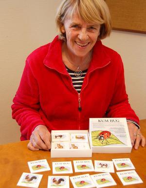 Pell Birgitta Andersson strålar ikapp med de fina teckningarna på banspelet
