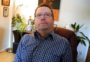 Tommy Gillerås oroar sig ständigt för att bli av med sin assistans.