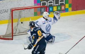 Tomas Rudén fick här släppa Sebastian Bengtsson skott bakom sig.