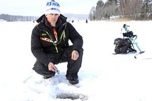 Kenta Turtiainen startade insamlingskampanjen Pimpelfiskare mot cancer efter att hans far dött av cancer.