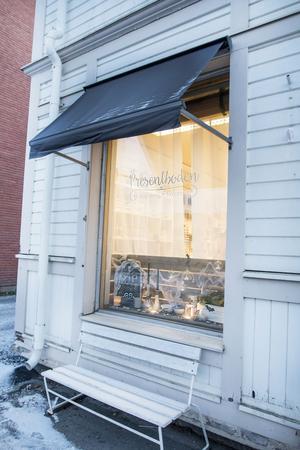 Längs med Storgatan ligger den nya butiken Presentboden som erbjuder alltifrån pyssel till inredningssaker.