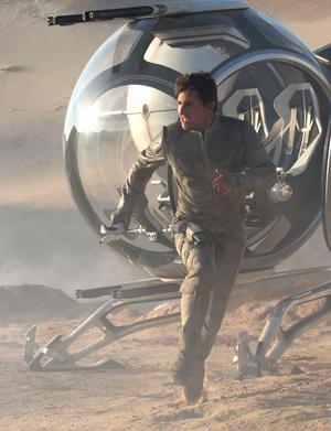 Tom Cruise spelar Jack Harper, en av de sista människorna kvar på Jorden.