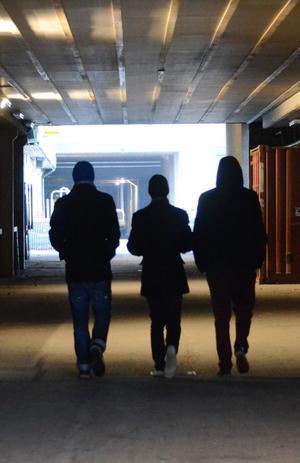 Kanske går unga för mycket ensamma i dag. Det anser föräldrar som NA har talat med.BILD: BARBRO ISAKSSON