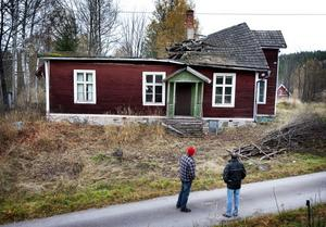 Enligt tillgängliga uppgifter i fastighetsregistret byggdes huset på Stenbacksvägen i början på 1900-talet åt dåvarande Räfvåla Fria Missionsförening. Nu är det ett förfallet ruckel.