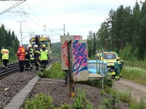 En person omkom på måndagsförmiddagen efter att ha blivit påkörd av ett tåg i Kläppa, Ljusdal.