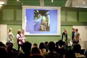 Bromaneleverna Anna Persson, Fanny Engqvist, Fredrik Markussen, Per Jonsson och Majda Camo berättade om sin tid vid forskningsstationen Cern.