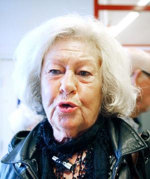 Gerd Lönnernäs, undersköterska, 73 år, Gävle.– De vet inte riktigt vad de vill. Omvårdnanden har för dåligt betalt och folk är missnöjda. En storhelg ger 99 kronor i timmen, ett veckoslut 48-49 kronor i timmen. Ungdomarna vill inte jobba med det.