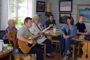 När släkten Nauchmans träffas blir det mycket sång och musik.