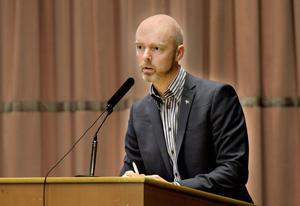 Kommunalrådet Jonny Gahnshag (S) fick försvara Falu kommuns ekonomi, och blev hårt ansatt av oppositionens företrädare.
