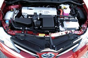 Bensinmotorn på 1,8 liter ger tillsammans med elmotorn en effekt på 136 hästkrafter,