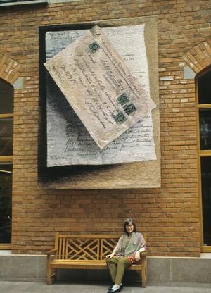 Helena Hern marcks bildväv Tegelbundet föreställer ett anbud från leverantören av tegel till Postens dåvarande huvudkontor.