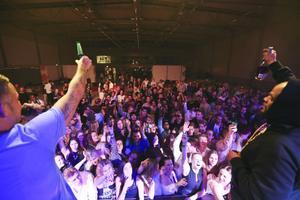 – Ken Ring och hans band bjöd Härnösandspubliken på en show.
