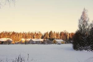 Bakom de här husen nära Krångedevägen i Horndal planeras det för en stor datahall.