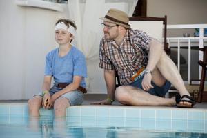 William Ringström och Morgan Alling i rollerna som Sune och pappa Rudolf.