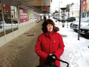 – Jag tycker att det blivit fint i centrum. Men jag kan förstå de som är rädda för att det ska bli stökigt med skateparken, säger läraren Eva Kjellsson, 51.