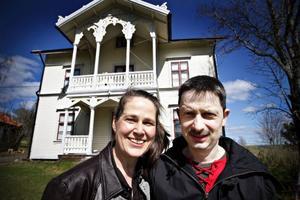 Till Cecilia och Martin Gellands snickarglada hus kommer konstnärer, musiker och dansare från hela världen när de letar efter ro att skapa.