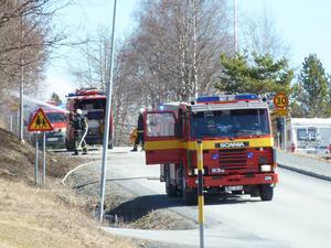 En gräsbrand nedanför förskolan i Alsen släcktes i helgen, men inte av det lokala brandvärnet. De var inte ens utlkallade.