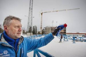 Roger Hedlund, platschef på skidstadion, är nöjd över att det ska byggas en ny snöuppläggningsplats.