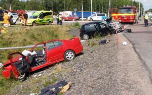 En kvinna dog efter en våldsam frontalkrock på väg 26 söder om Kristinehamn.