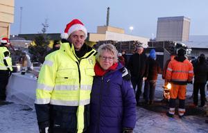 Johan Stén, vd på Deltaterminalen och kommunalråd Ewa Lindstrand (S) är glada över att del ett av kajprojektet i Söråker är klart.