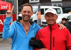 Claes Heiming (vänster) och Staffan Westberg (höger) såg inte alls besvärade eller trötta ut efter lite drygt 22 mil till fots.
