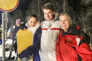Nessica och Liz Nässén från Östersund och Christian Mollenhauer, Lund, tog tåget till Vemdalen för skidåkning över dagen.