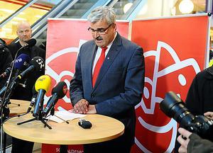 Socialdemokraternas partiordförande Håkan Juholt meddelar sin avgång i sin hemstad Oskarshamn på lördagen.