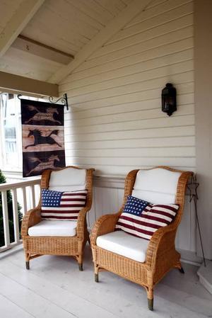 Huset har flera härliga       verandor.