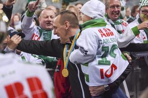 Michael Carlsson skickar en skopa kärlek till supportrarna efter att han vunnit utmärkelsen som årets tränare för andra gången i följd.