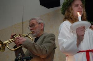 Cege Johansson spelade trumpet till o helga Natt.