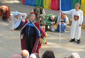 Gästskådespelaren Martin Redhe-Nord som Kung Rickard.