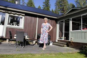 Shania Longyard bor i Högbo med sin fru.