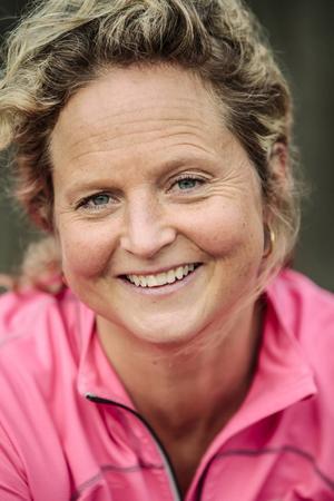 Kajsa Eriksson  började tävla i löpning först när hon var 35 år. Samma år som hon fyllde 40 klarade hon den magiska tretimmarsgränsen på maran.