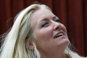 Anna Hanning, operasångerska från Sörfors tycker det är väldigt lärorikt att öva romanssång på det här viset.