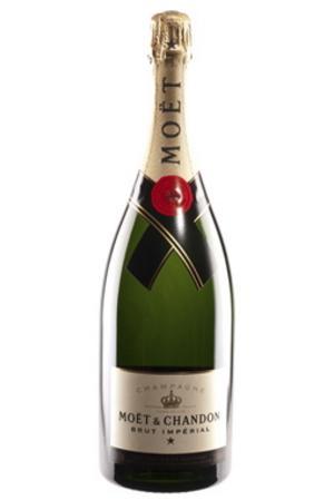 """Till bröllopsfestenMoët & Chandon Brut Impérial (769 kronor för 1500 milliliter) """"Bröllopsdagen är en speciell dag och då ska man slå till med den fina och välkända Moët & Chandon, magnumflaskan så att det blir stort och ståtligt."""""""