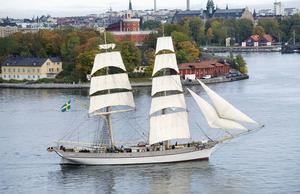 Briggen Tre Kronor på Stockholm ström på väg mot en ny kurs. En som är bättre för riket med Tre Kronor.
