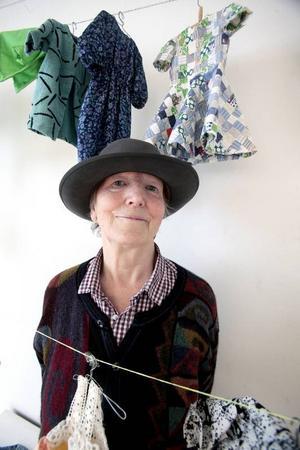 Kristina Torstensdotter gillar hattar och dockkläder, som hon sytt om till sin barndoms docka.
