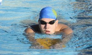 Teo Renlund ingick i lagkapslaget som tog guld på 4x50 meter medley.