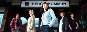 Utanför kommunhuset poserade initiativtagarna till partiet Ung profil flera år efter att partiet gått i graven. De två i mitten, Therese Zetterman och Margaretha Lindbäck, har sedan starten av partiet drivit en rad olika projekt tillsammans.