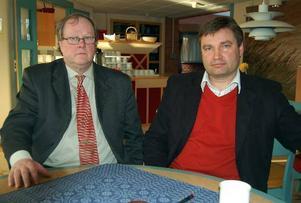 Samförstånd. Rolf Löfberg, chefsförhandlare vid Akademikerförbundet och kommunalrådet Peter Helander (c) förklarade båda att förhandlingen med Marie Sundvisson skett i god sämja.